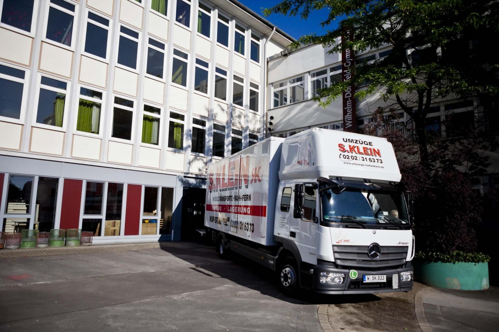 Umzugs-LKW der Umzüge S. Klein GmbH & Co. KG bei einem Objektumzug in Wuppertal